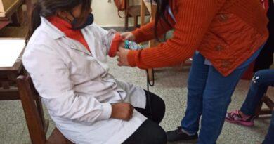 Operativo de Libreta de Salud Escolar en colonia aborigen