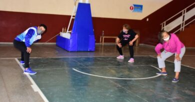 Los gimnasios terapéuticos continúan recibiendo adultos mayores en sus diversas sedes
